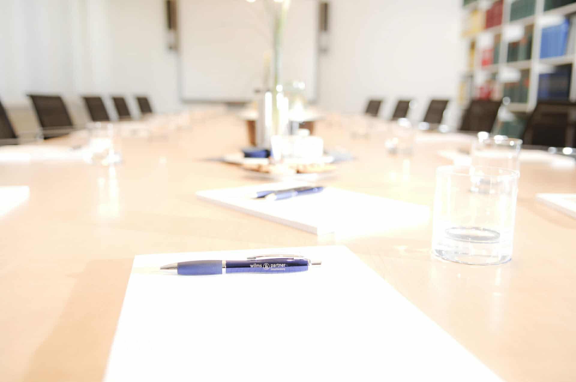 Wilms & Partner Steuerberater in Düsseldorf Konferenztisch